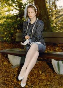 Elegante Dame im Park